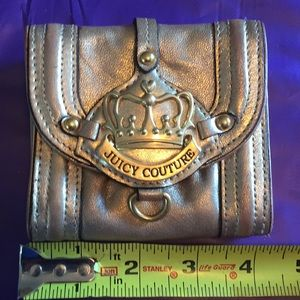 Gently used juicy couture crown 👑 wallet 🔥
